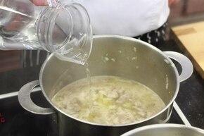 Zupa gulaszowa z białą fasolą na wieprzowinie  – krok 2