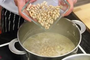 Zupa gulaszowa z białą fasolą na wieprzowinie  – krok 3