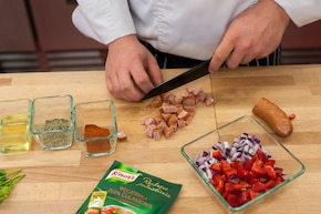 Zupa gulaszowa z kiełbasą  – krok 1
