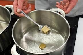 Zupa kalafiorowa z parówkami – krok 1