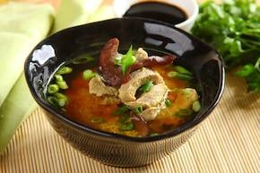 Zupa ostro-kwaśna z polędwicą