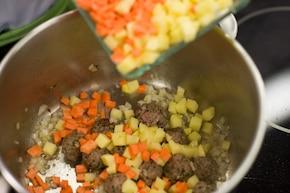 Zupa pieczarkowa z mięsnymi kulkami – krok 2