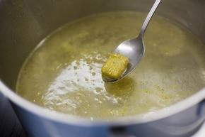 Zupa pomidorowa z ciecierzycą – krok 1