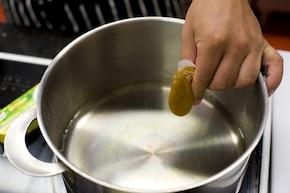 Zupa pomidorowa z naleśnikowym makaronem  – krok 3