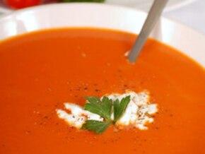 Zupa pomidorowa z warzywami i dipem serowym