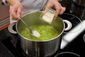 Zupa z cukinii z twarogiem – krok 4