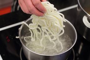 Zupa z makaronem udon – krok 1