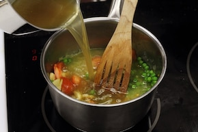 Zupa z zielonego groszku  i pomidorów – krok 7
