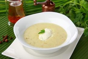 Zupa z zielonymi oliwkami i serem mascarpone