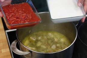 Zupa pomidorowa z chili – krok 2