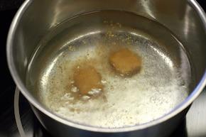 Żur z kiszonych rydzów – krok 2