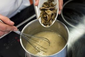 Żurek z makaronem i grzybami – krok 3