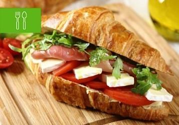 Czas na piknik! 10 pomysłów na szybkie kanapki piknikowe