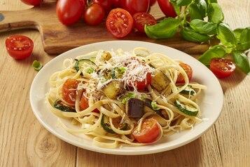 Makaron linguine z pieczonymi warzywami