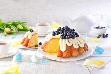 Babka jogurtowa z owocami