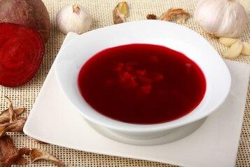 Barszcz czerwony z grzybami