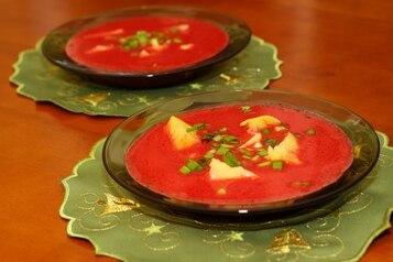 Barszcz czerwony zabielany z ziemniakami