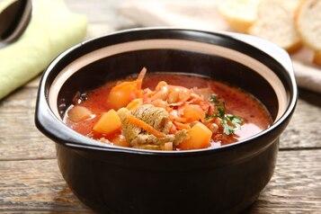 Barszcz ukraiński z pomidorami