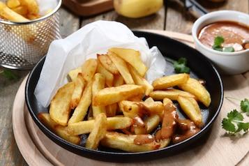 Belgijskie frytki z aromatycznym sosem BBQ z kolendrą