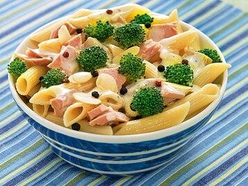 Sałatka z brokułem i tuńczykiem