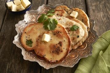 Chlebek naan ze szczyptą Garam Masala