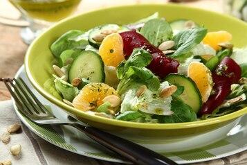 Chrupiąca sałata z burakami i mandarynką