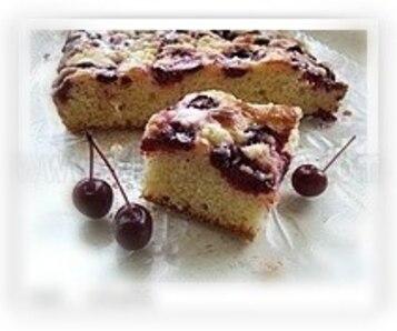 Ciasto drożdżowe z truskawkami lub innymi owocami