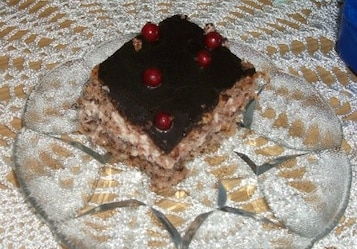 Ciasto orzechowe z czereśniami i porzeczkami