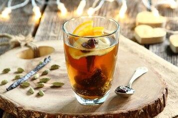 Czarna herbata z powidłami śliwkowymi i z miodem