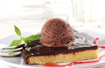 Ciasto czekoladowe z lodami
