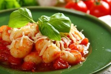 Gnocchi z sosem pomidorowym - VIDEO
