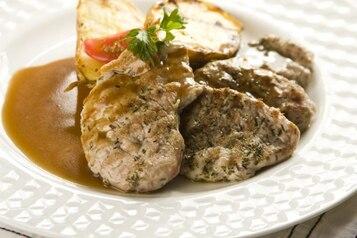 Grillowane kotleciki wieprzowe z sosem pieczeniowym