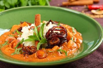 Indyjski sos z ziemniakami i pomidorami