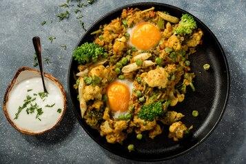 Jaja zapiekane z kaszotto orientalnym