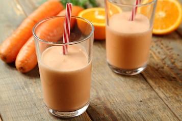 Koktajl pomarańczowo-marchewkowy z nutą kokosową