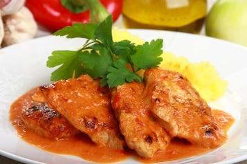 Kotleciki schabowe z paprykowym sosem