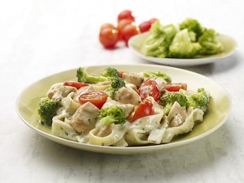 Kremowe tagliatelle z kurczakiem i brokułami