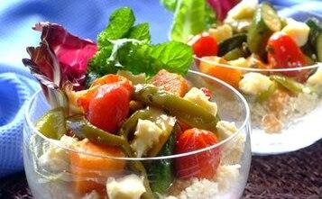 Kuskus z sałatką z pieczonych warzyw