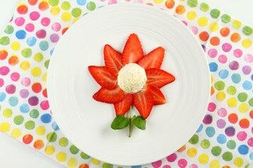 """Lody śmietankowe z truskawkami """"Kwiatek"""""""
