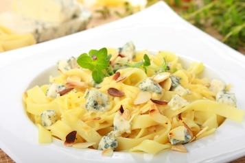 Makaron w migdałach z serem i ziołami