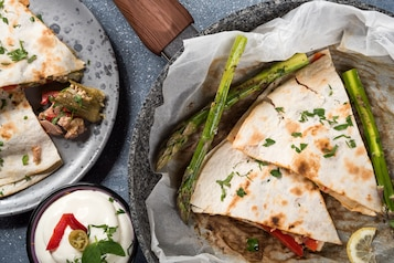 Meksykańska quesadilla z tuńczykiem i okrą