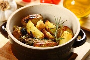 Młode ziemniaki z oliwkami