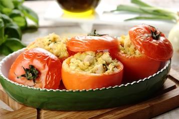 Pomidory faszerowane kaszą jaglaną