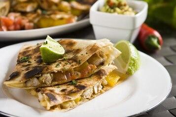 Quesadilla z grillowanym kurczakiem