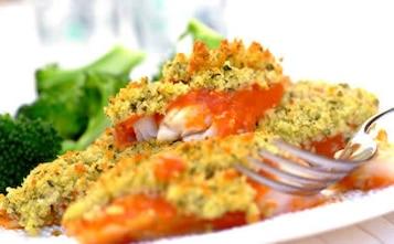 Ryba pieczona z pomidorami i parmezanem