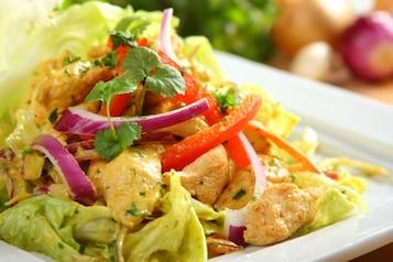 Sałatka curry z kurczakiem - VIDEO