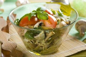 Sałatka pomidorowo – pieczarkowa