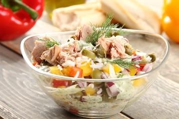 Sałatka z tuńczykiem [TOP 10 PRZEPISÓW]