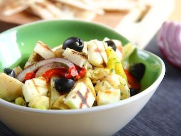 Sałatka z karczochów ze szparagami i serem halloumi