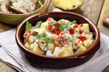 Sałatka z krewetkami i ananasem